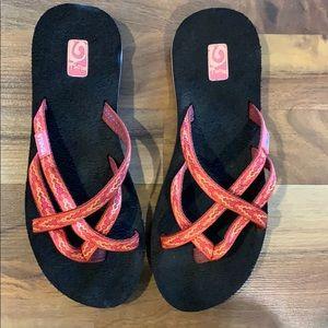 TEVA orange yellow olowahu  sandals 8